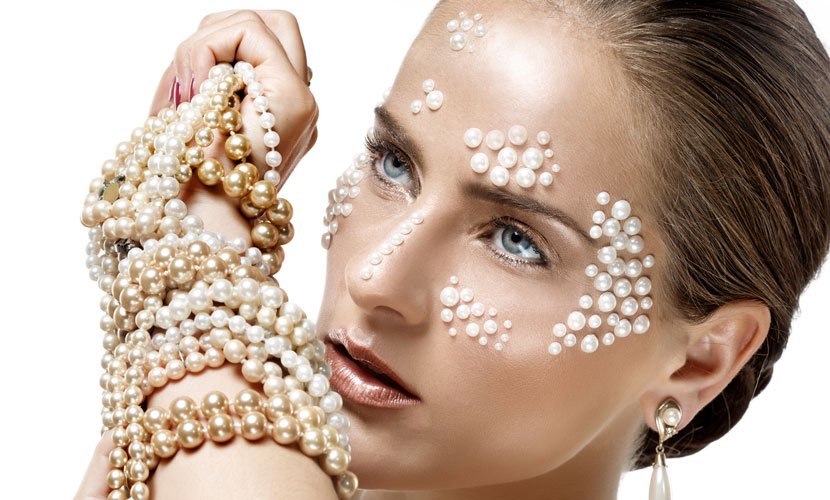model-wears-pearls-for-lustrous.jpg